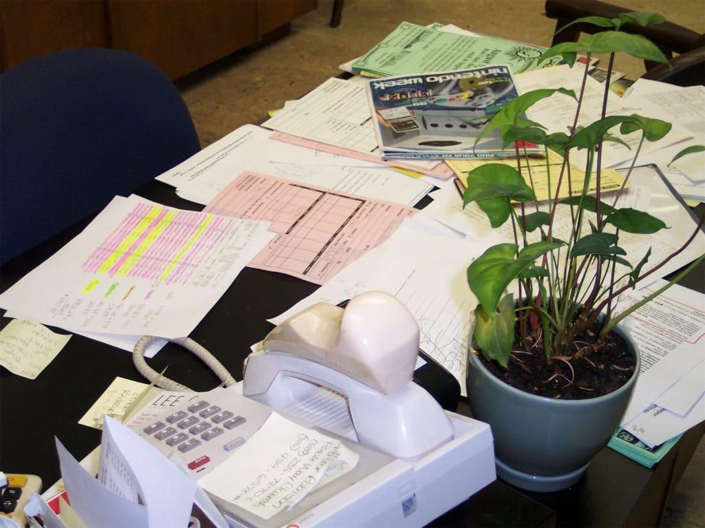 morguefile-file00011054519-messy-desk.jpg