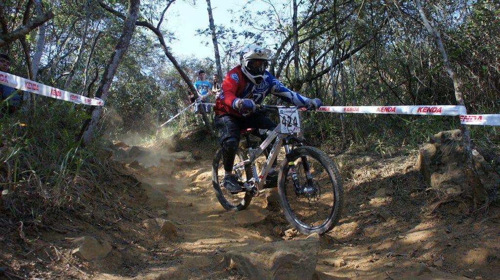 pixabay-downhill-570502_1920-extreme-cyclist.jpg